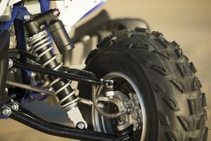 2015_yamaha_raptor_700r_first_look_suspension_tire
